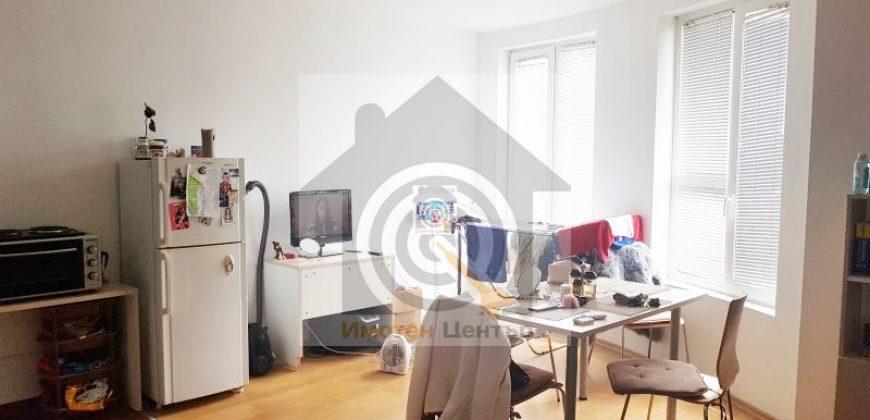 Тристаен апартамент в Студентски град