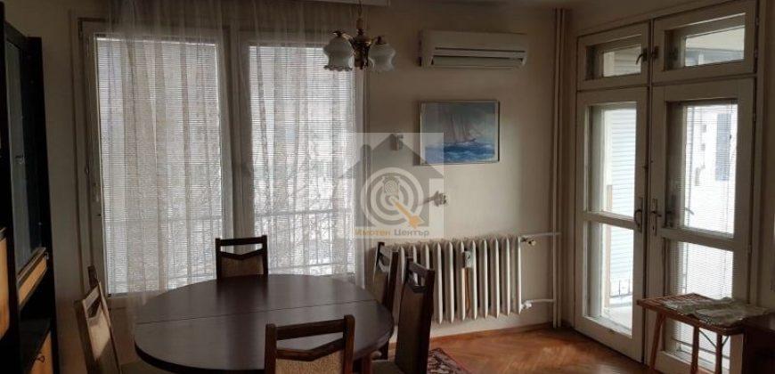 Двустаен апартамент в квартал Слатина