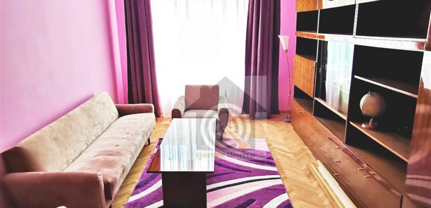 Двустаен апартамент под наем в Център